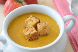 Allergy-friendly & vegan Carrot and Strawberry Soup