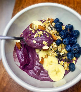 healthy blueberry breakfast bowl