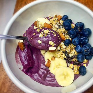 delicious healthy blueberry breakfast bowl